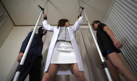 生意気女医を強制拷問くすぐりセックス