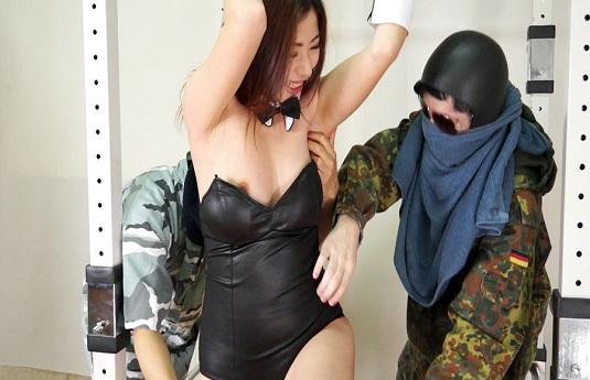 セクシー女優を拘束 岩田麻衣を悶絶くすぐり責め!
