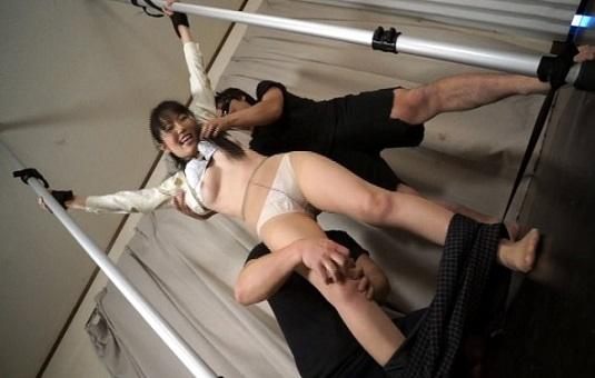 性悪OL宮崎由麻に制裁くすぐり調教セックス